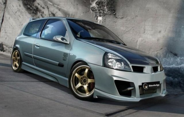 Bodykit KOMBAT EVOLUTION Renault Clio 2 Phase 2 3/5T (01-06)