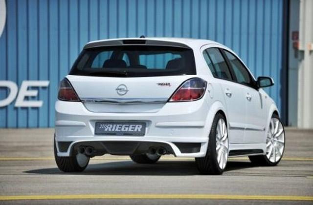 Rieger Heckansatz Opel Astra H mit Aussparung mittig