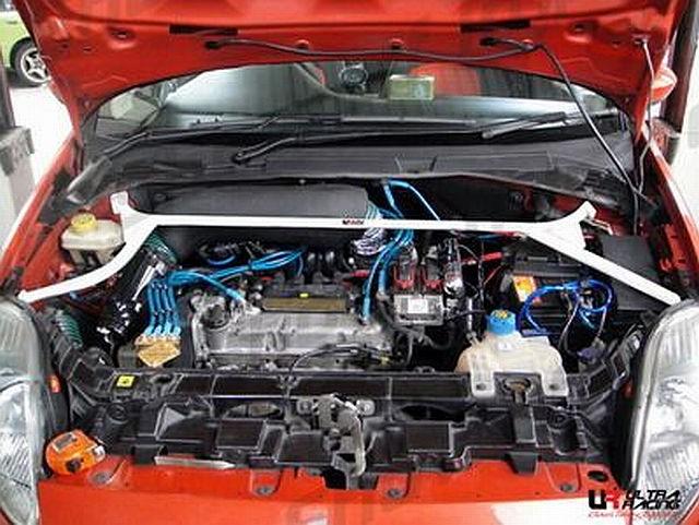 UltraRacing 4 Punkt Domstrebe Fiat Grande Punto 8V 1.4 ab 05