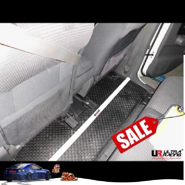 Nissan Cube Z11 1.5 02-08 UltraRacing 2P Roombar