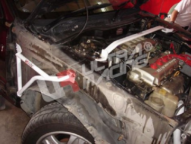 Nissan Sunny 91-94 B13 UltraRacing Front Upper Strutbar