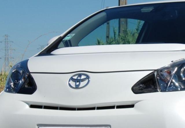 Frontschürzenlufteinlässe Toyota iQ aus Karbon