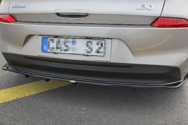 ZENTRALE HINTEN SPLITTER (MIT EINEM VERTIKALEN BALKEN) HYUNDAI I30 MK3 HATCHBACK Carbon Look